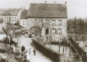 Blumenstraße um 1900 - Damals im Besitz der Familie Wilhelm Hoffmann, später und bis heute Bäckerei Lang